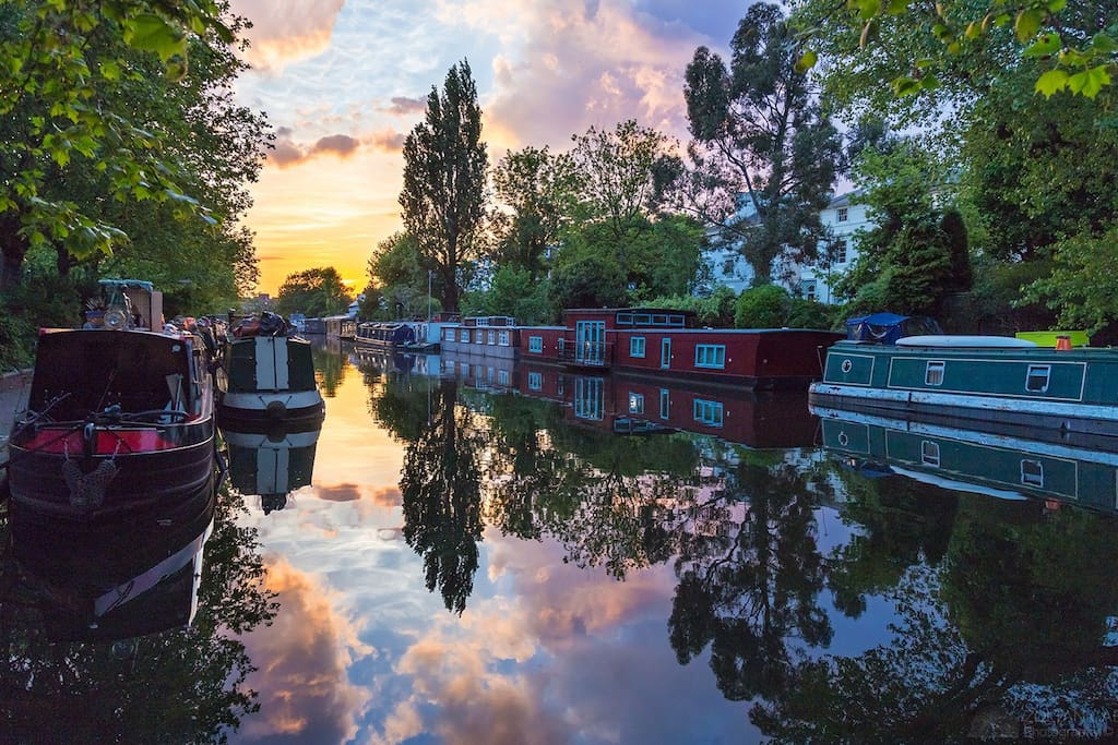 Regent's Canal 5 minute walk