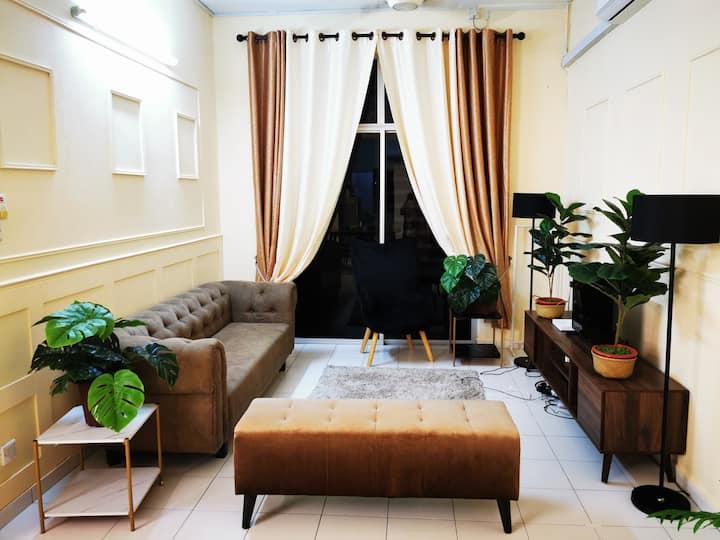 LeCOMFY Guest House (near LWOT)(UNIFI, NETFLIX)