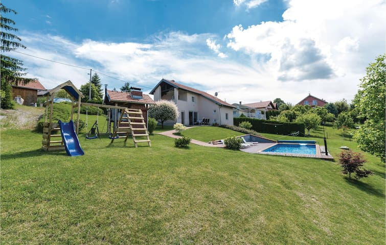 Holiday cottage with 3 bedrooms on 120 m² in Starjak