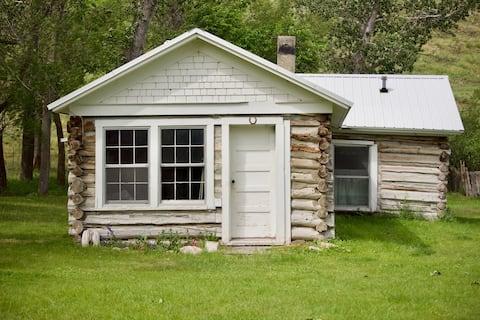 FX Ranch Rustic Pioneer Cabin