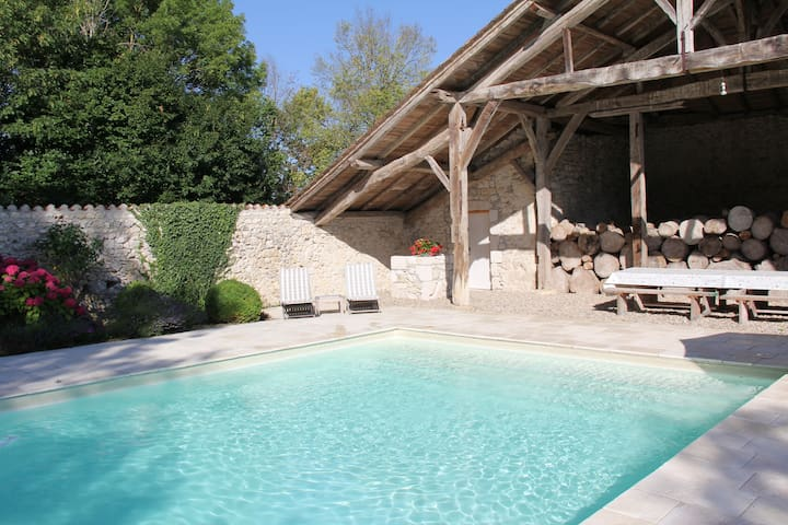 Stay in an authentic newly renovated French manoir - Hautefage-la-Tour