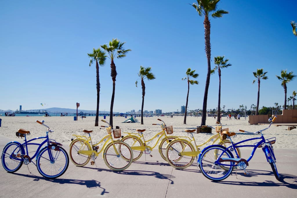 Free bikes provided, minutes away from super fun beaches. Lots to do and see!