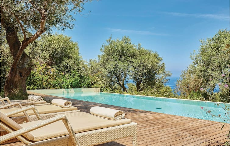 Holiday cottage with 7 bedrooms on 237m² in S.Marco Castellabate