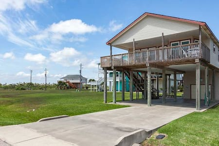 "West Galveston ""Island Haven"" Getaway for Families"