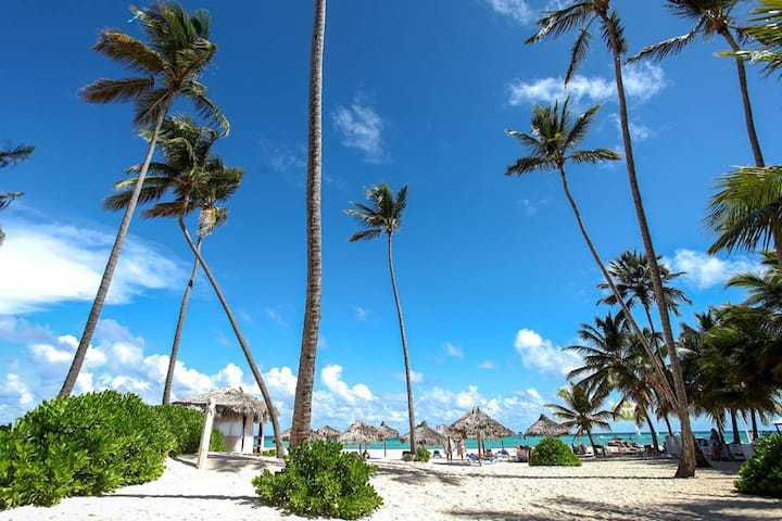 ***** Secret Paradise Villa 18, near to the beach