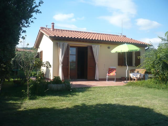 Bungalow in olive tree garden 12 km from the sea - Riparbella (Pisa)