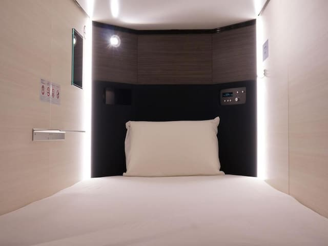 [4-minutes walk from Mitsukoshi-mae Station] Free Wi-Fi! Capsule for men only