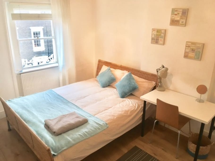 Large, comfortbale room in Central London