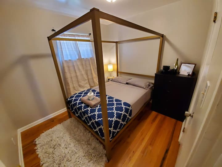 Totally Great Private Room in Home Near Light Rail