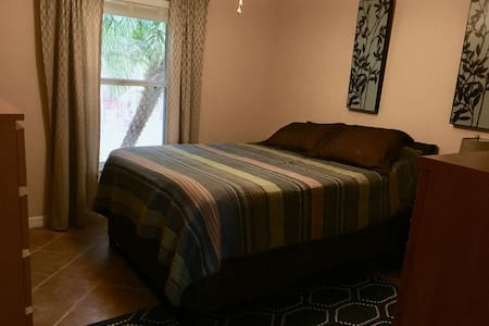 Very Clean Room in Clermont - Queen Bed - Clermont