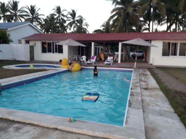 Casa de Playa frente al mar. Playa Metalío
