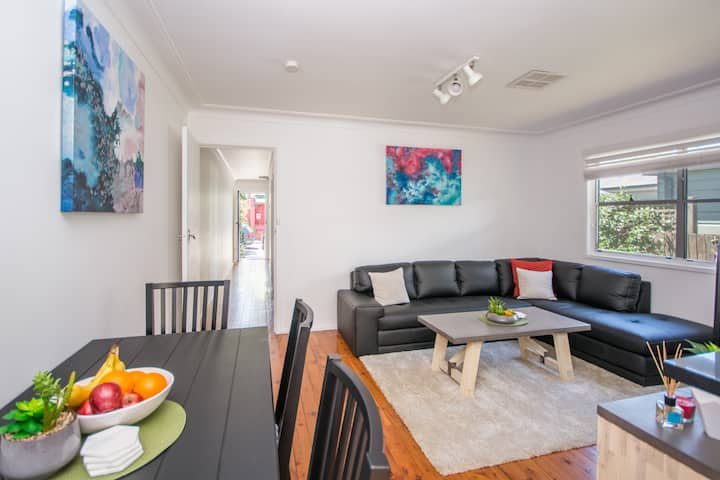 Lilyfield Character Home with Outdoor Dining & BBQ