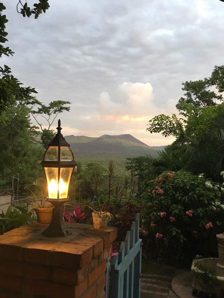 Habitación #2 - Quinta Lorena. Vista Volcán Masaya