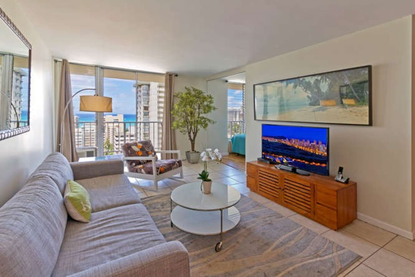 Open and spacious, with classic tropical art and hardwood furnishings.