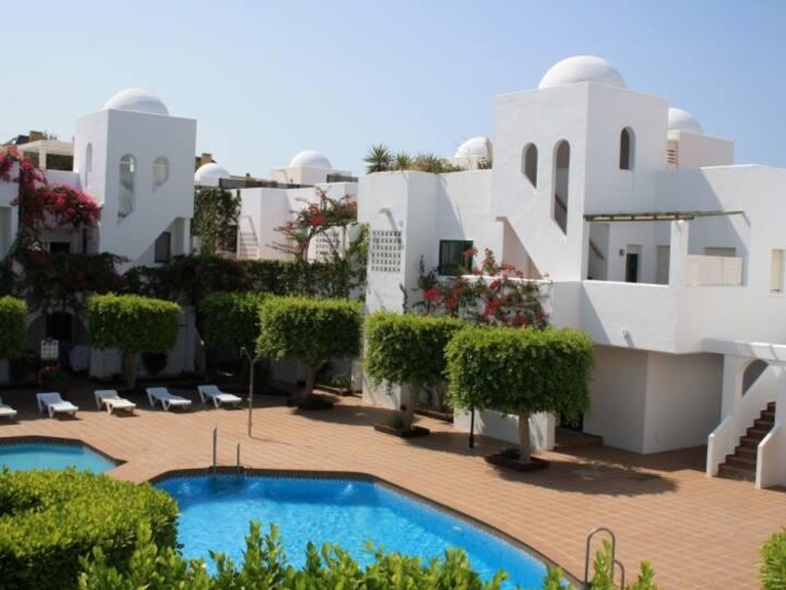 Apartamentos cerca de la playa con piscina. Ref.TORRELAGUNA-45