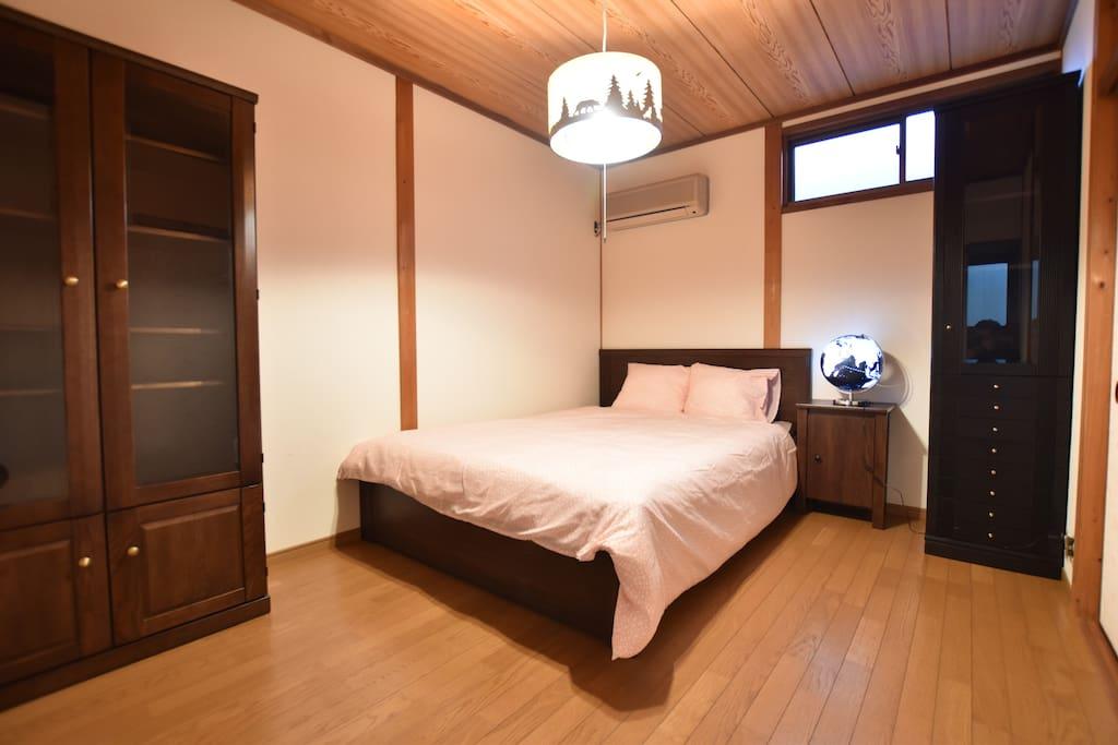 ダブルベッドルーム1 Double bedroom 1