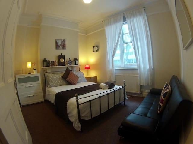 Perfect Double room ,Russel Square, Kings Cross