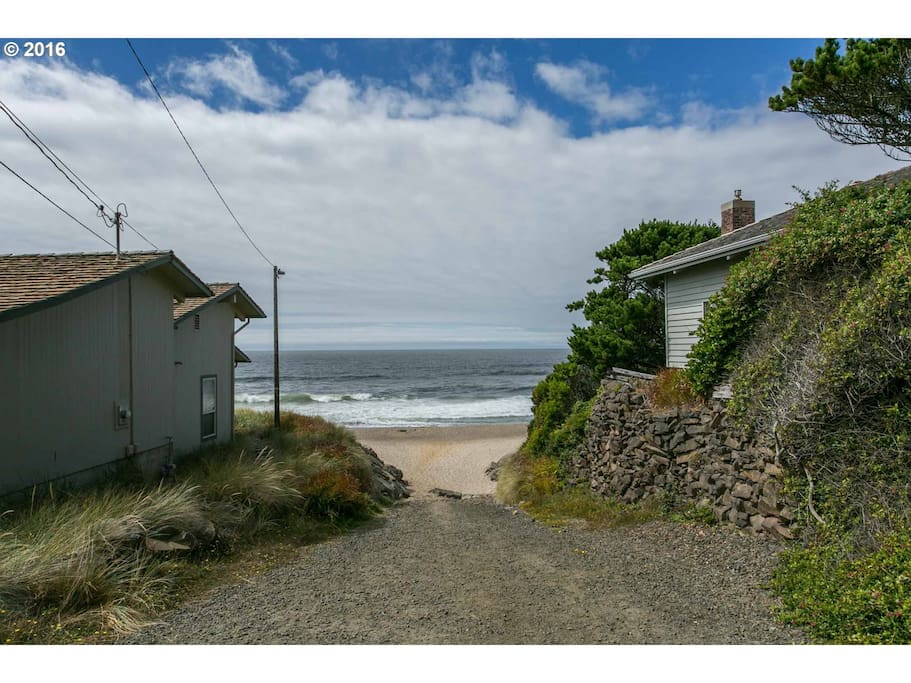 Easy Beach Access - around the bend a block away!