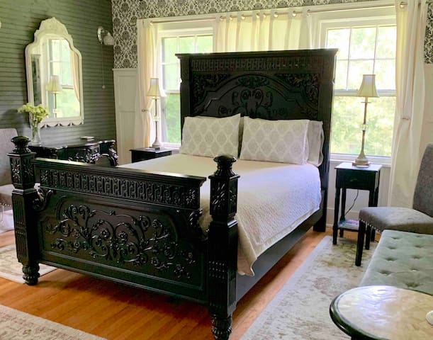 Biltmore Bed & Breakfast - Vanderbilt Room