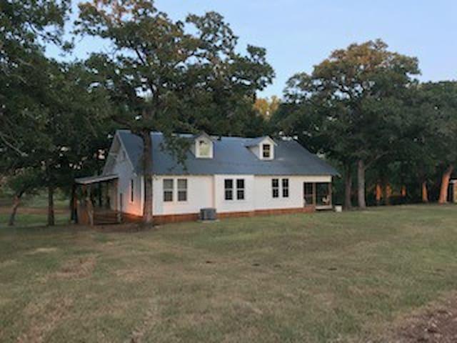 The Farmhouse at Pin Oak Creek