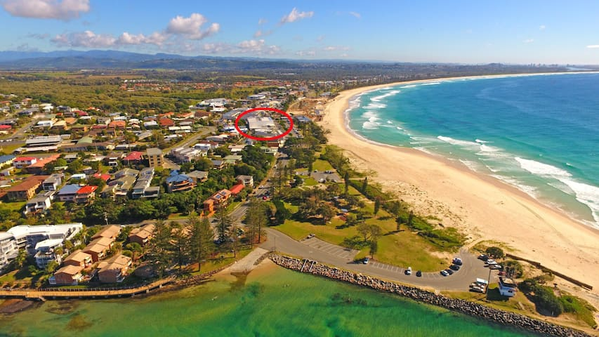 Large Modern Apartment Opposite Beach With Great Ocean Views