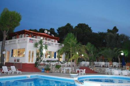 Appartamento per famiglia con spiaggia e piscina