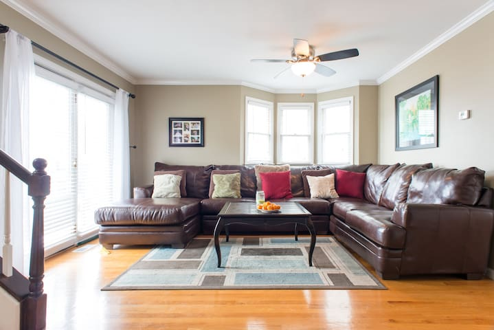 LUXURIOUS BOSTON HOME:2BD/2BA-MINS TO SEAPORT AREA