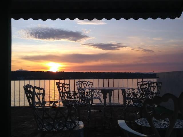 Casa Samano a la orilla del lago (planta baja)