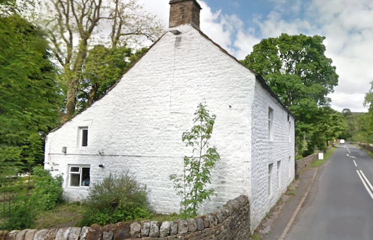 5 Bedroom Farmhouse on C2C, Pub Opposite, C2C