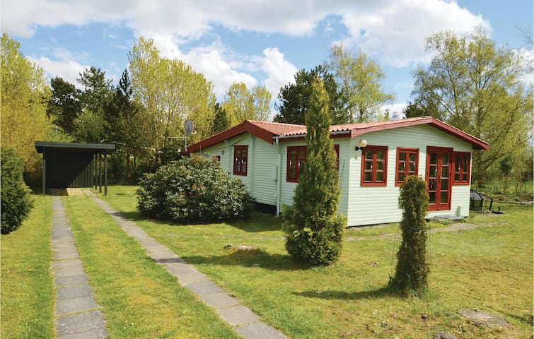 Holiday cottage with 3 bedrooms on 73m² in Rødby