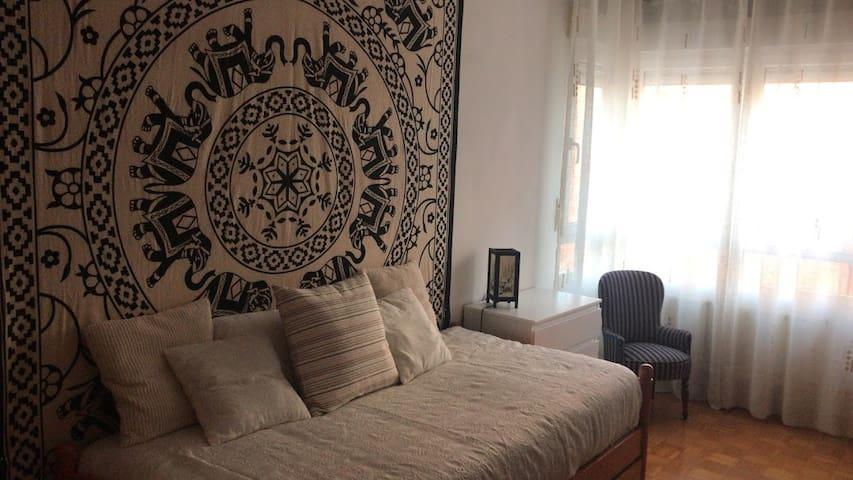 Habitación para dos muy agradable y luminosa.