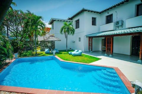 Villa Queen Elegant villa front beach private pool