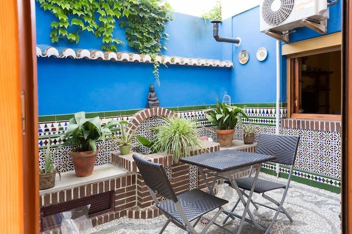 Cosy house/patios/Wifi/