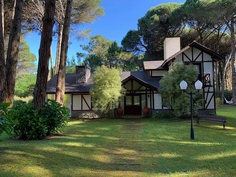 La casa normanda más bonita y romántica de Cariló.