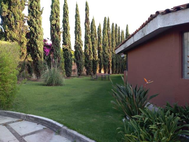 Jardín exclusivo para huéspedes.