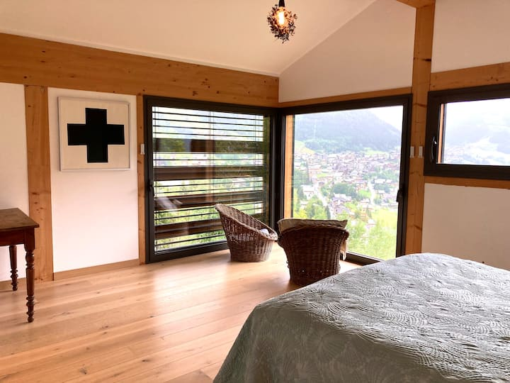 Large room with stunning view over Châtel