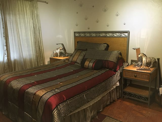 Furnished studio apartment downtown