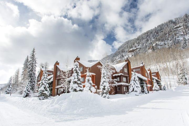 Spectacular Mountain Condo With Views!