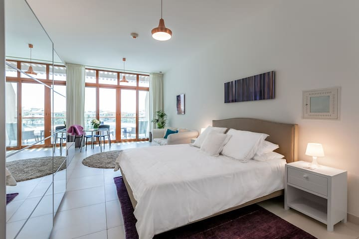 Elegant Studio in Palm Jumeirah with Stunning View