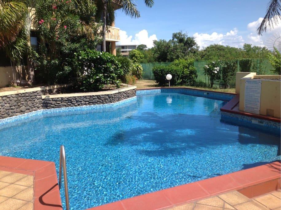 La piscine vous attend pour vous relaxer !