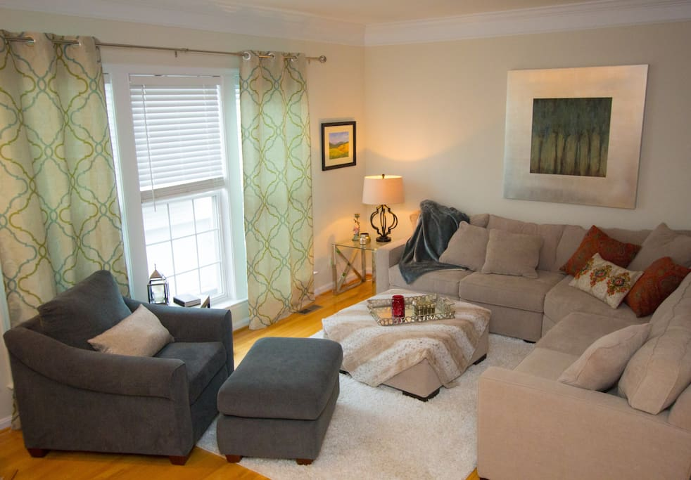 2nd floor Living Area: Dining room adjacent