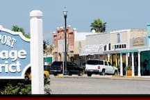 Downtown stores, galleries, coffee shop, restaurants, winery all  1 block from house