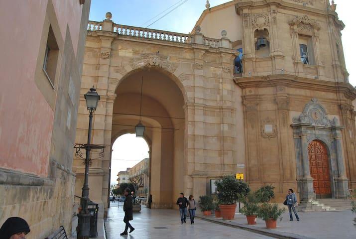 entrata dalla porta Garibaldi per il centro città