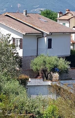 Villetta indipendente con ampio giardino