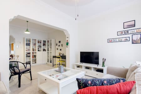 A centrally located, modern, flat with nice garden