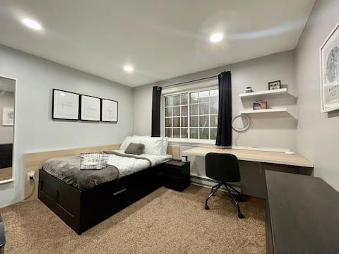Cozy brightly private bedroom