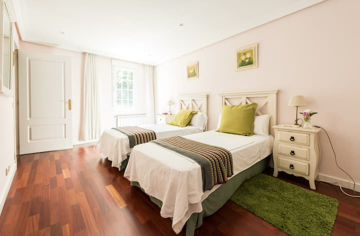 Twin room luxury villa near Madrid.
