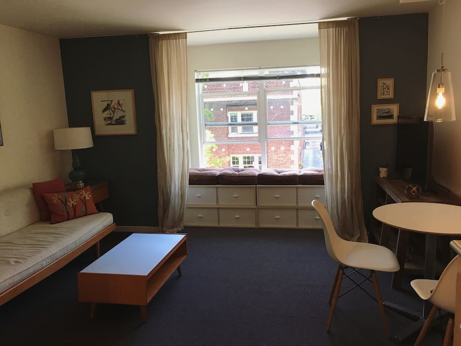 1bd retreat space needle view with parking apartments for Seattle view apartments