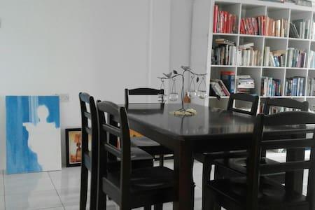 Feel at home. Private room avail. - Kg Katok, Bandar Seri Begawan