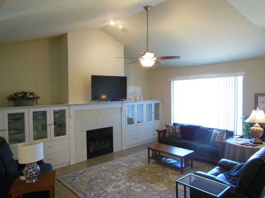 Welcoming living room with  flat screen tv and plenty of comfortable seating.